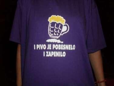 Majica-I-PIVO-JE-POBESNELO-I-ZAPENILO-by-Vudu-Popaj_slika_O_1976281