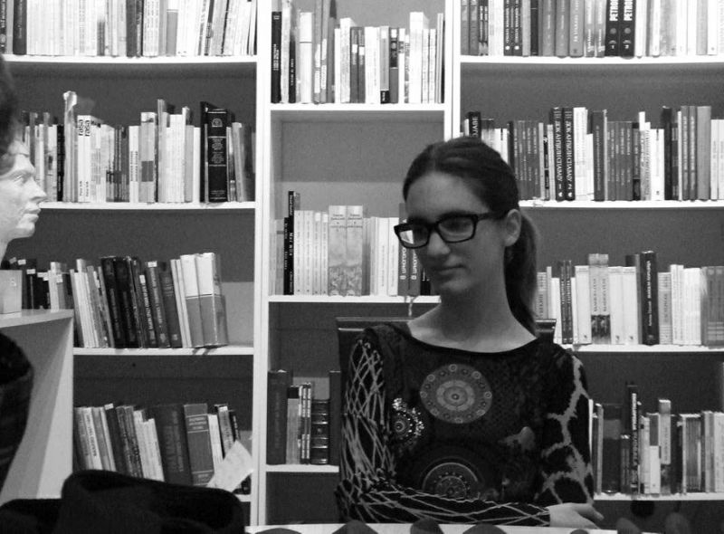 """Asja Čučkovic: """"Zamisljala da će radionica biti malo stroža jer nam drže profesori, ali je bas opušteno i zabavno i to mi se jako svidja. Lepe nam teme daju i možemo lepo da pišemo i pokažemo svoje talente.˝"""