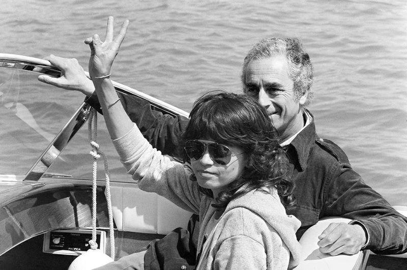 L'actrice Maria Schneider et le réalisateur Michelangelo Antonioni sont photographiés, le 15 mai 1975, lors du Festival de Cannes. Actress Maria Schneider and director Michelangello Antonioni are pictured, 15 May 1975, during the Cannes International Film Festival. / AFP PHOTO / STAFF