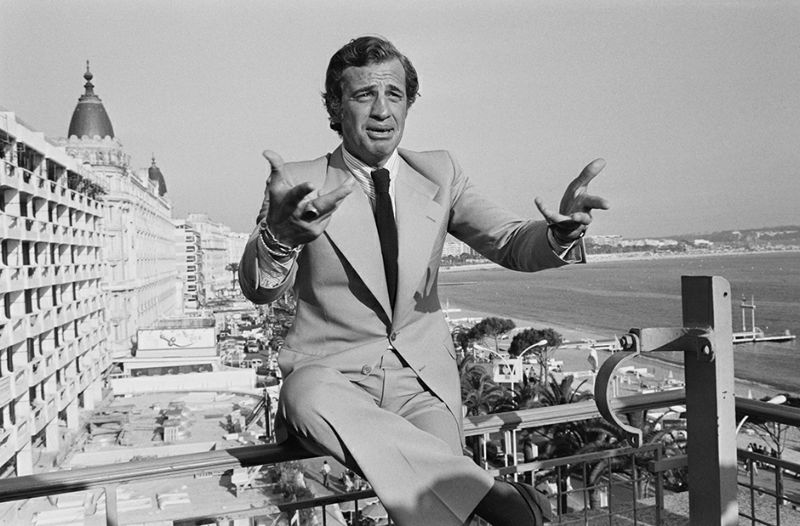 "French actor Jean-Paul Belmondo is pictured during a press conference after the presentation of the film ""Stavisky"" directed by Alain Resnais during the 27th Cannes Film Festival in Cannes, on May 14, 1974. / AFP PHOTO / Inconnu"
