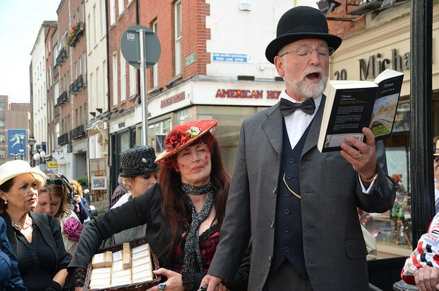 Everybody-reads-Ulysses-in-the-Bloomsday