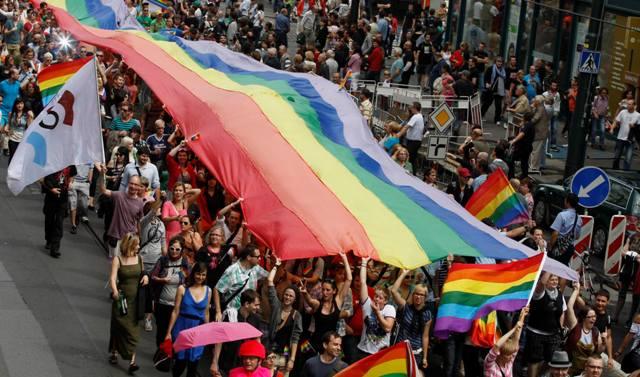 Parada-ponosa