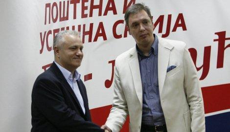 Dinkić i Vučić rukovanje